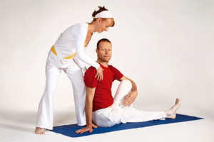 yoga am morgen r cken und entspannung yoga vidya osnabr ck. Black Bedroom Furniture Sets. Home Design Ideas